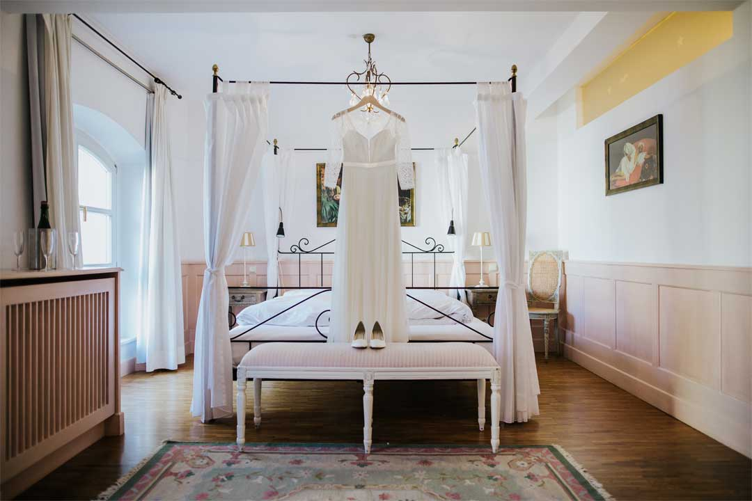 Brautkleid, Hochzeitsfotograf, Hochzeitsfotografie, Regensburg, Neunburg, Weiden, Schwandorf, Oberpfalz, München, Bayern