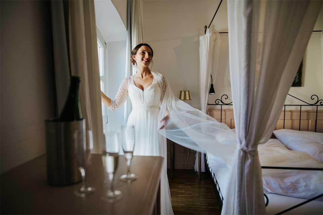 Braut beim Getting Ready, Hochzeitsfotograf, Hochzeitsfotografie, Regensburg, Neunburg, Weiden, Schwandorf, Oberpfalz, München, Bayern
