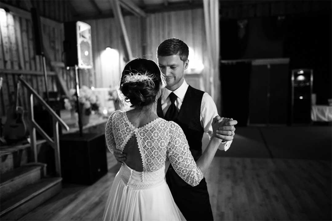 Brautpaaar beim Eröffnungstanz, Hochzeitsfotograf, Hochzeitsfotografie, Regensburg, Neunburg, Weiden, Schwandorf, Oberpfalz, München, Bayern