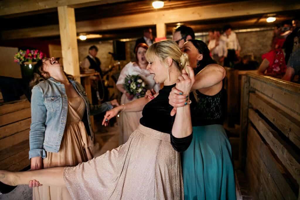 Brautstehlen, Hochzeitspaar, Brautpaar auf der Tanzfläche,Hochzeitsfotograf, Hochzeitsfotografie, Regensburg, Neunburg, Weiden, Schwandorf, Oberpfalz, München, Bayern